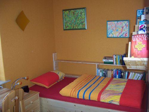 Klenes Zimmer mit Einzelbett