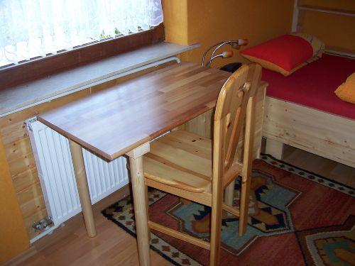 Kleiner Schreibtisch Einzelzimmer