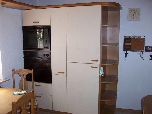 Kühlschrank Backofen und Mikrowelle