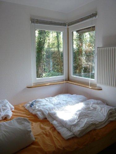 Zimmer unten mit Bett 140 x 200cm