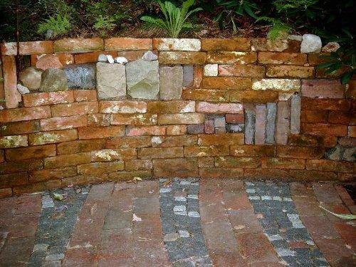 Gartenmauer an der Terrasse