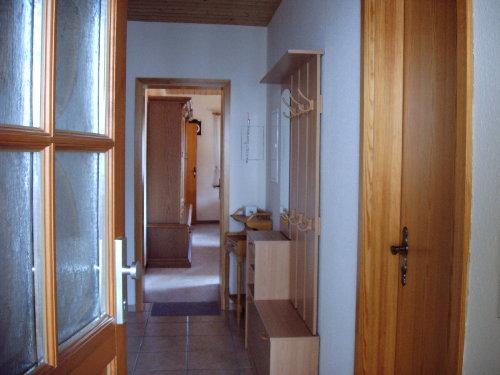 rechts schlafzimmer,hintergr. wohnzimmer