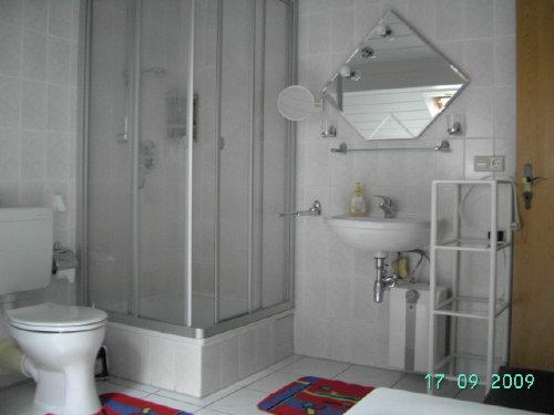 dusche. wc, und waschtisch