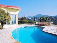 urlaub mit pool ferienh user ferienwohnungen mit pool. Black Bedroom Furniture Sets. Home Design Ideas