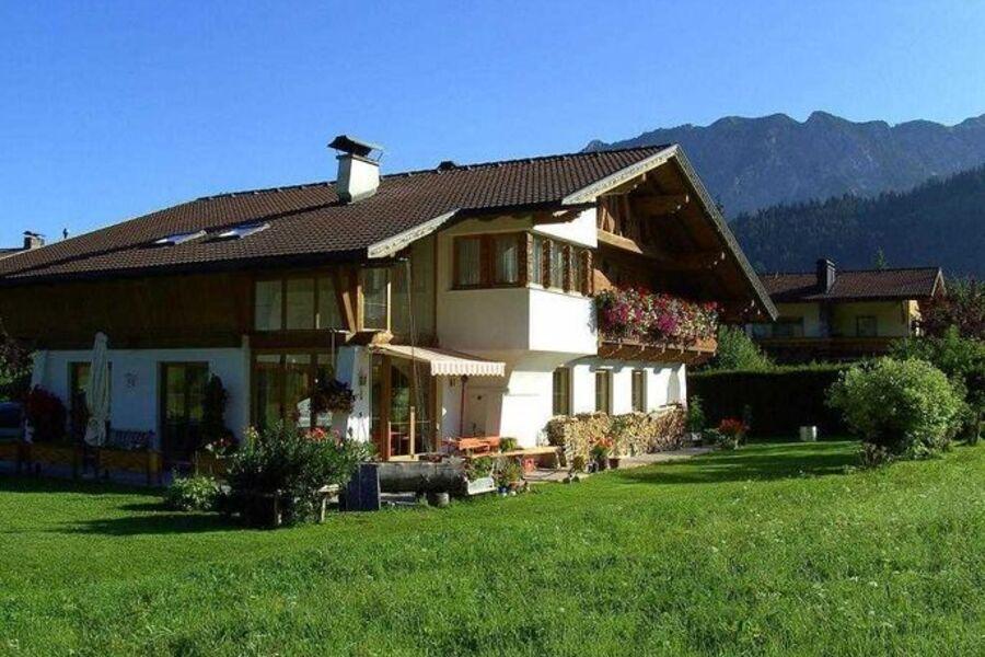 Landhaus Schnettra, Einstein
