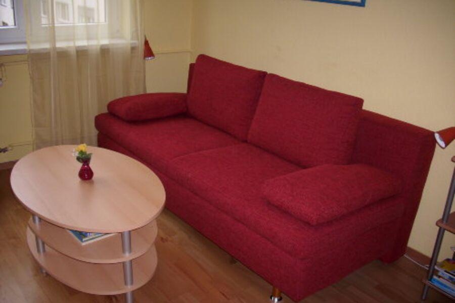 ...gemütliche Sitzecke + Schlafsofa