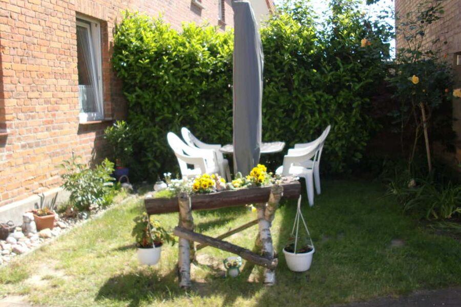 Sitzecke mit Gartenmöbeln