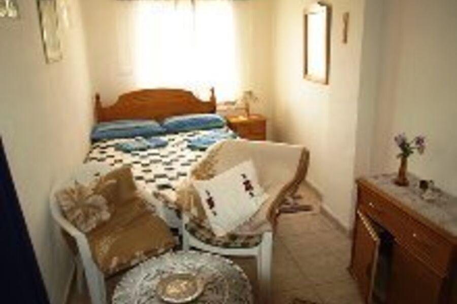 3. Schlafzimmer, unten