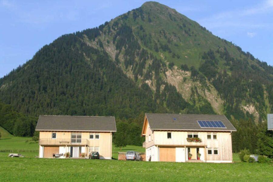 Beide Häuser mit Blick auf die Kanisfluh
