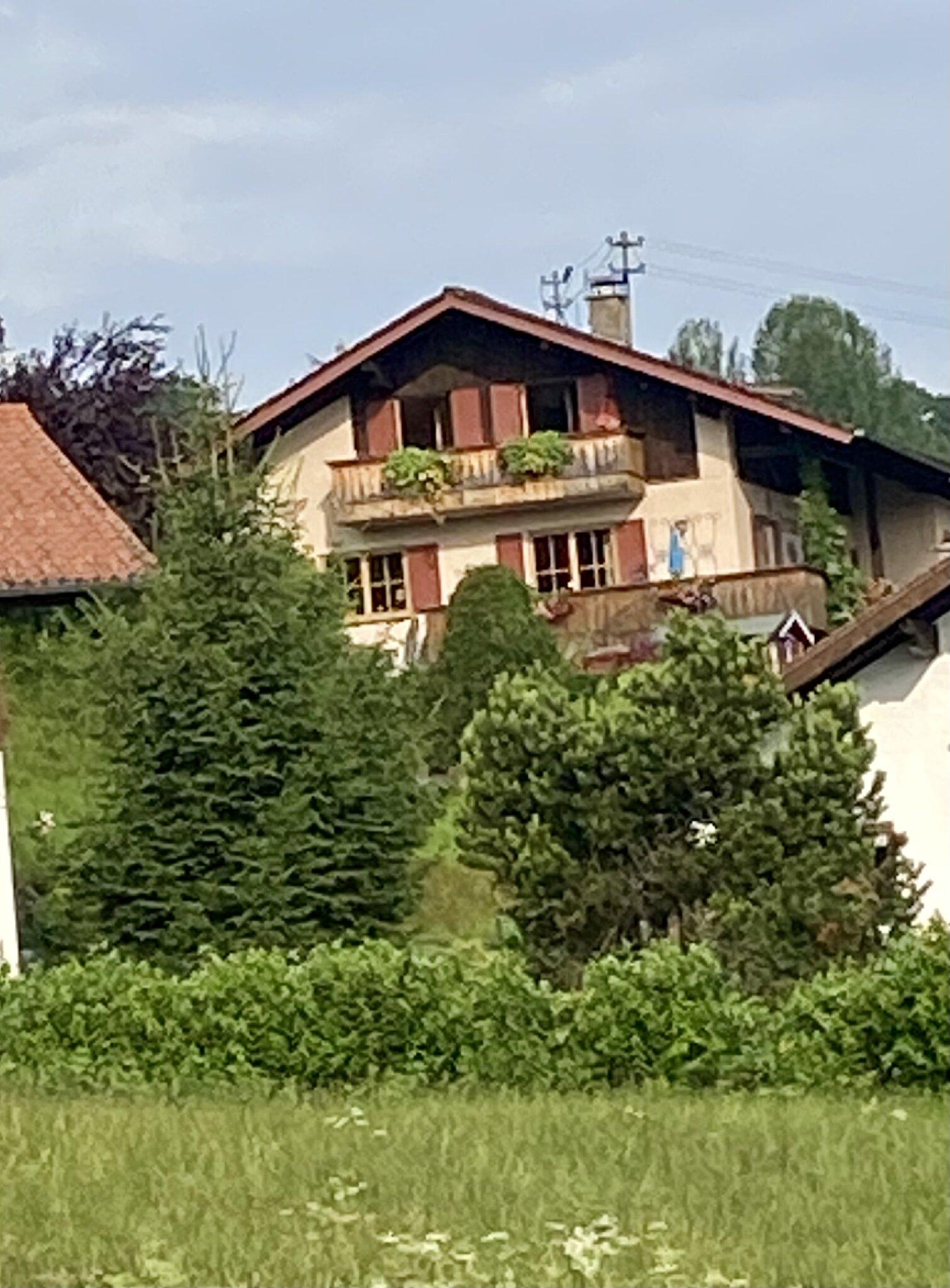Haus 'Im Oberland' - Ferienwohnung Tal