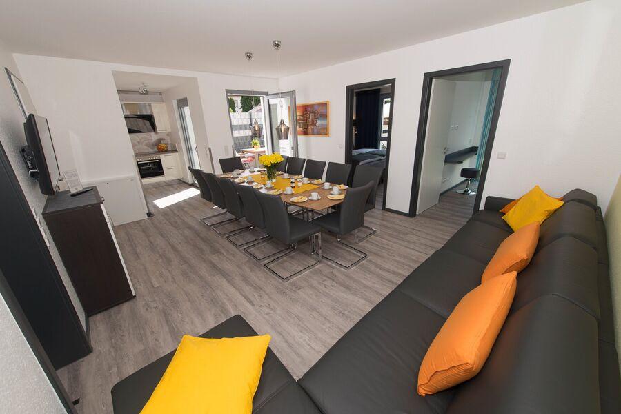 Tische im Wohnraum, auch zum Vergrößern