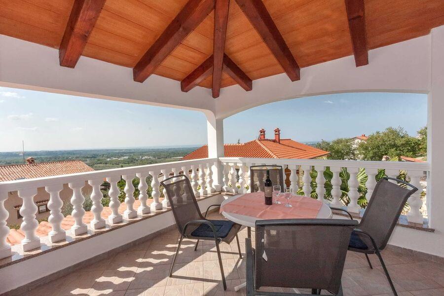Balkonsitzgruppe mit Meerblick