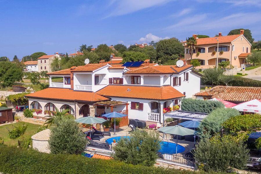 Gesamtansicht Villa Castello