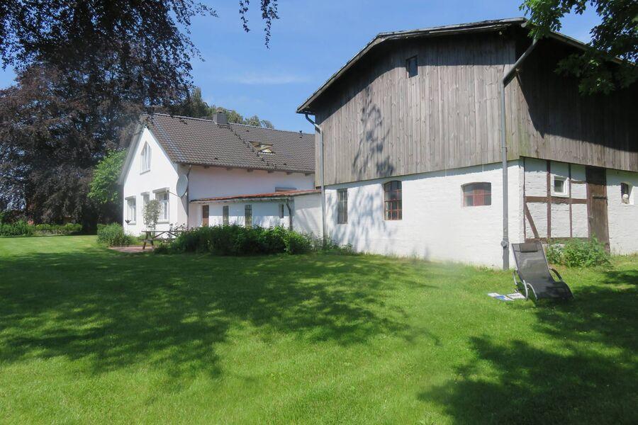 Eingang Ferienwohnung + Innenhof