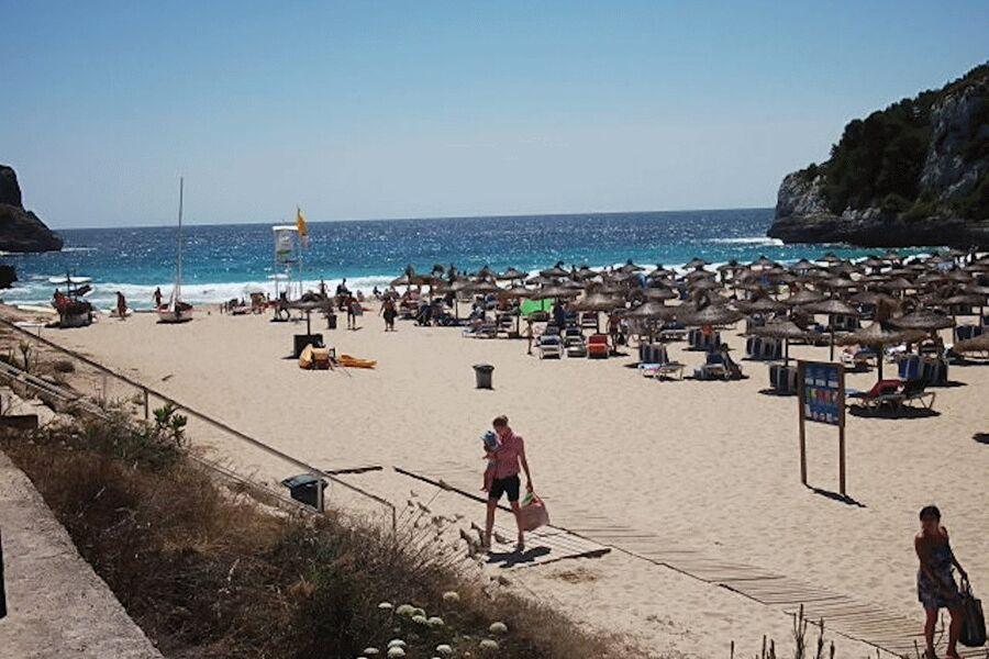 Strand Playa Romantica im Sommer