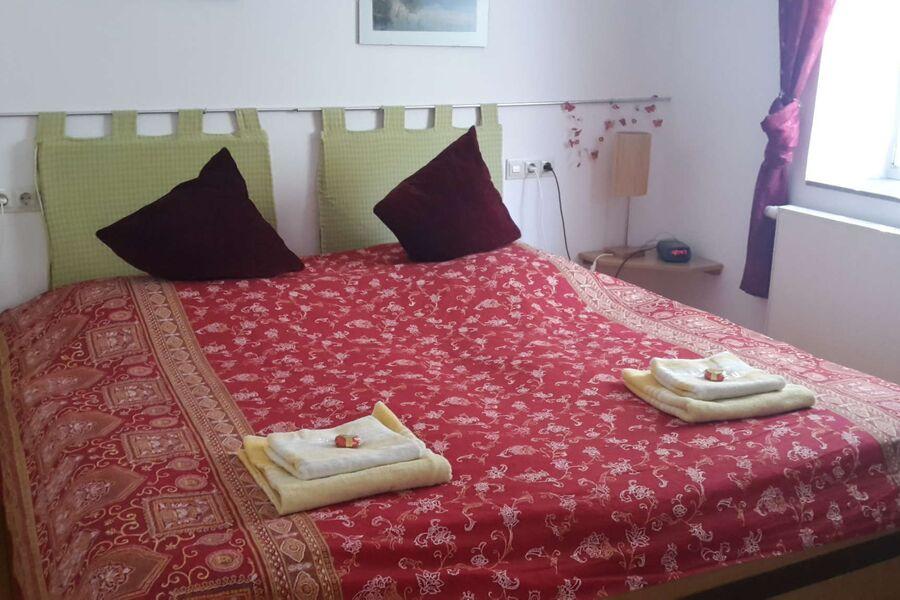 Doppelbett-Schlafzimmer 200x200 cm