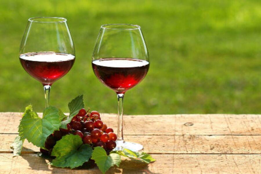 Bei uns kann man Wein und Öl kaufen