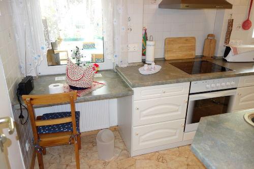 Küche mit Blick zur Terasse