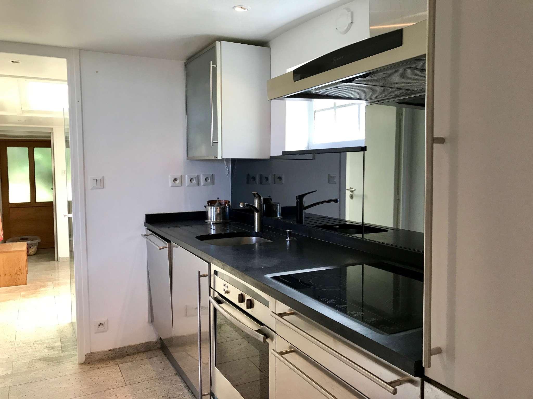 Küche mit Blick Richtung Bad