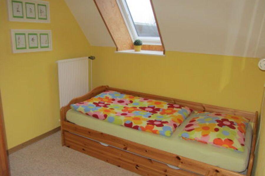 Gelbes Zimmer mit Tandembett