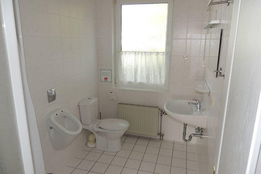 Bad mit Dusche, WB, WC