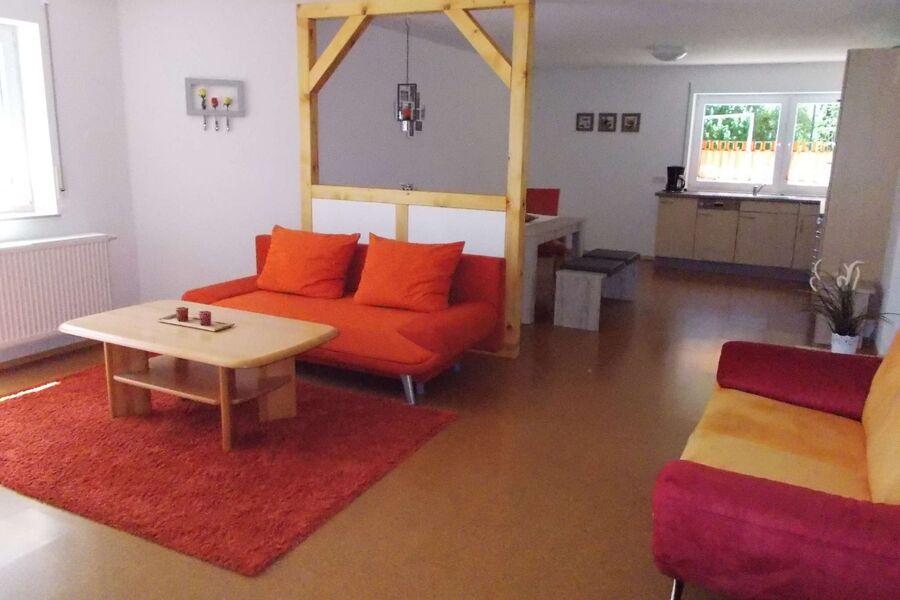 Wohn-\/Eßzimmer Bereich mit Küche