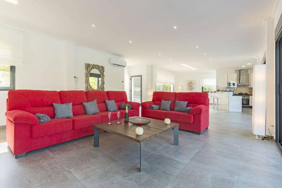 Wohnbereich mit 2 grossen Sofas