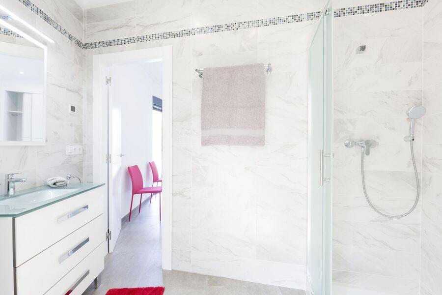Badezimmer 2 mt grosser Dusche
