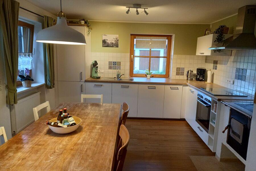 Küche mit Beistellherd