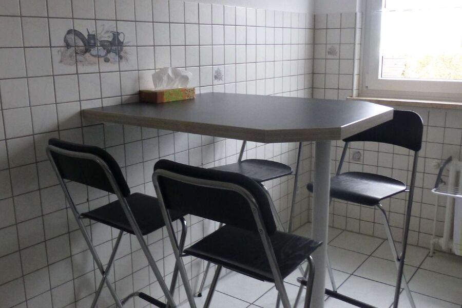 Küchentisch - nah an der Küchenzeile -