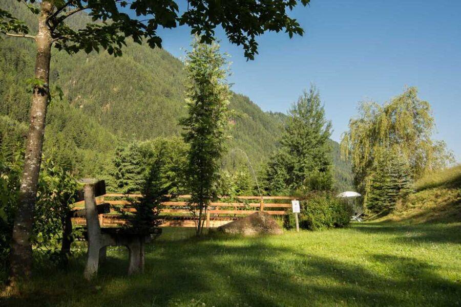 Unser Landhaus Anna umgeben von einer Bergkette.