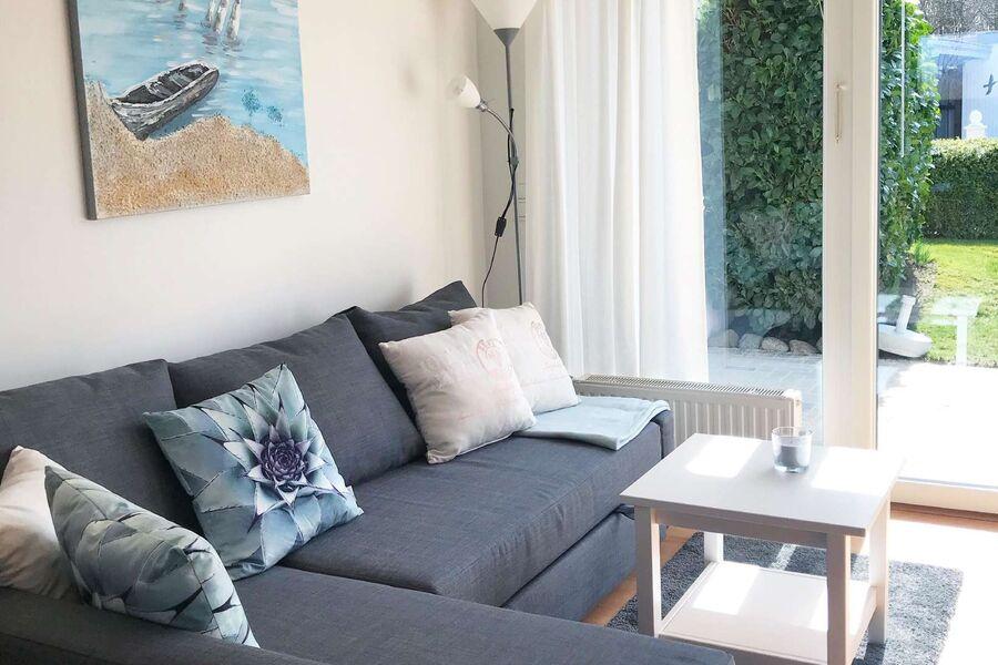 Wohnbereich mit Gartenblick