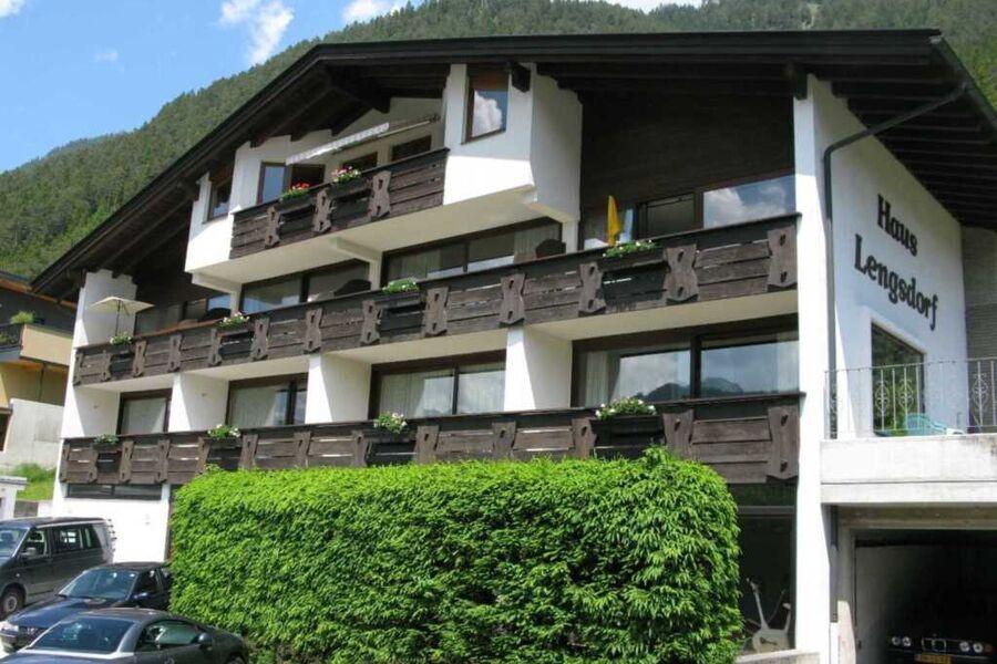 Hausansicht Sommer - Appartementhaus Lengsdorf in