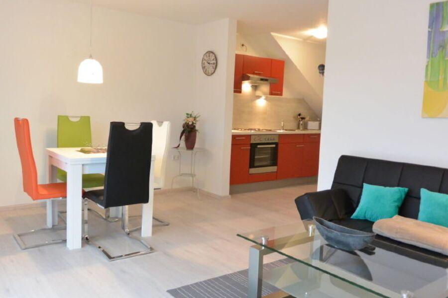 Wohn & Essbereich mit Blick zur Küche