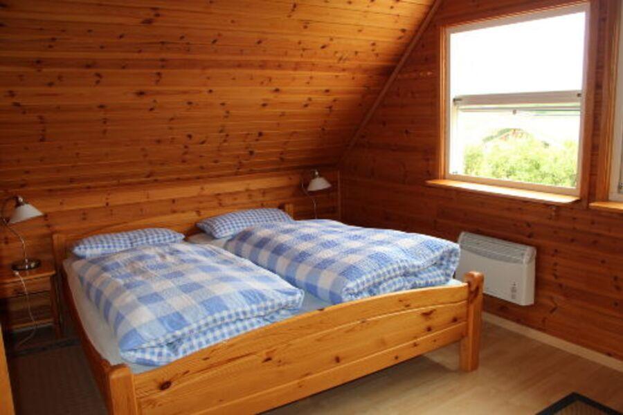 Zimmer oben rechts: Doppelbett