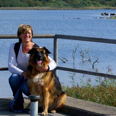 """Vermieter: Doris mit """"Wachhund"""" Clyde"""