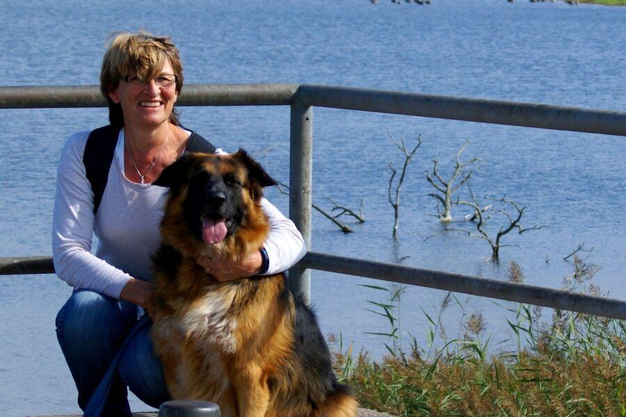 """Doris mit """"Wachhund"""" Clyde"""