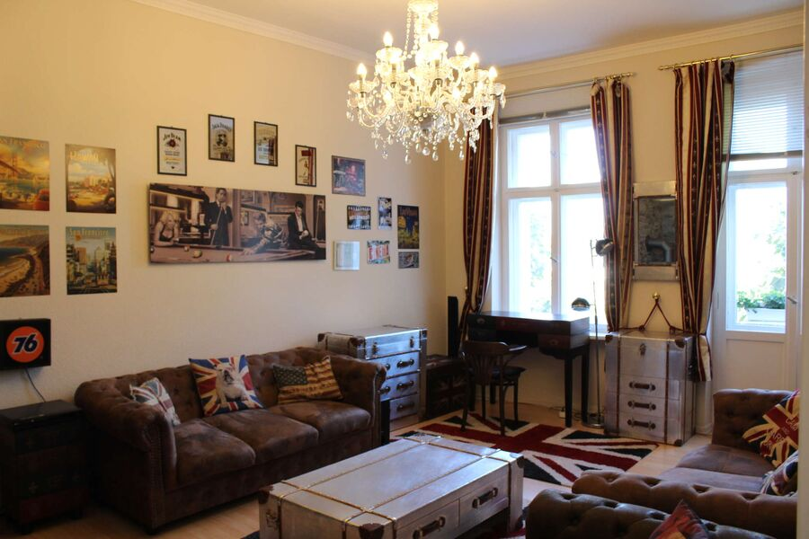 Wohnzimmer mit nostalgischer Dekoration