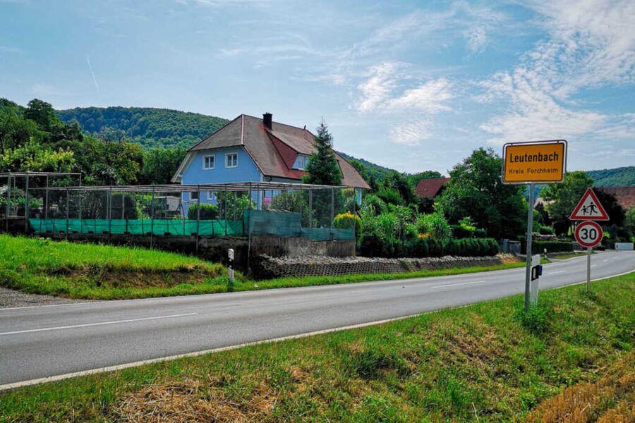 Linke Seite Ortseinfahrt Ferienwohnung Walberlabli