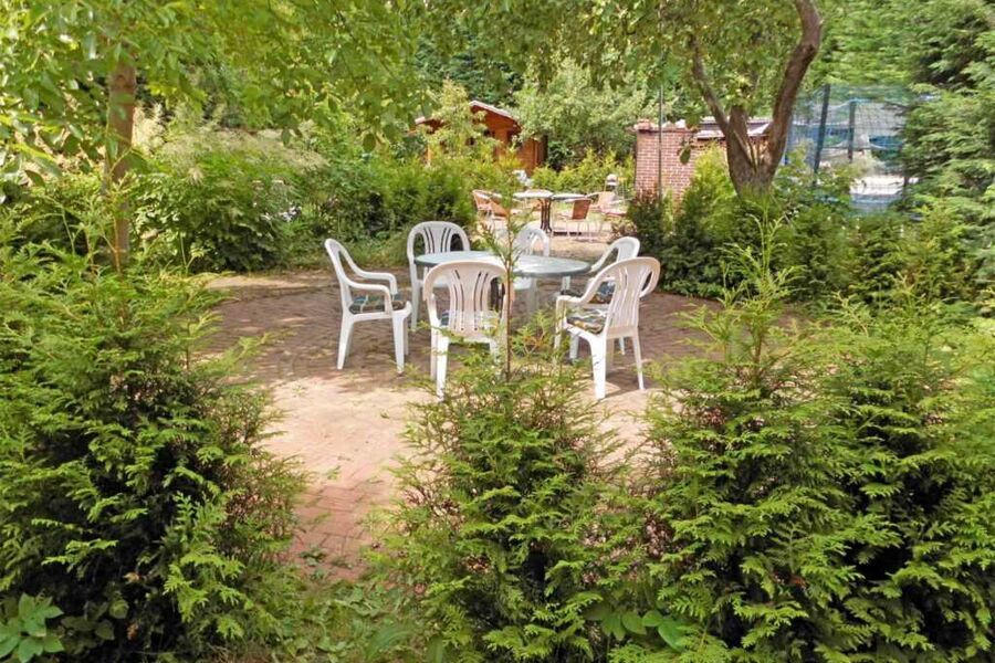 Gemütlicher Garten hinter dem Haus