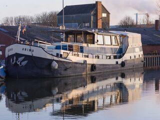 Historisches Schiff im romantischen Hafen in Weener - Deutschland - kleines Detailbild