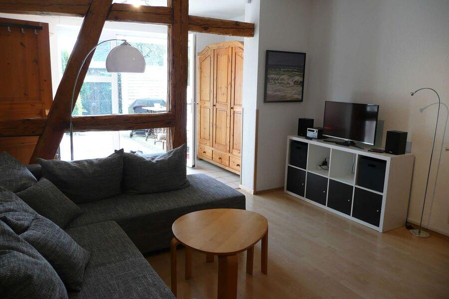 Blick vom Wohnzimmer zum Eingangsbereich