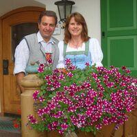 Vermieter: Maria und Hans