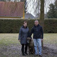 Vermieter: Eheleute Macholl mit Hund Chico
