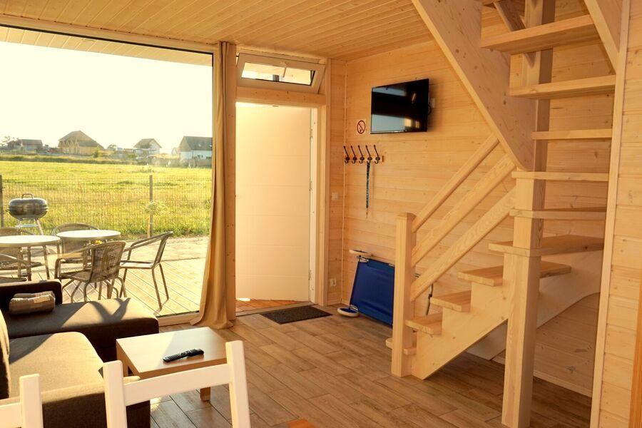 Wohnzimmer mit Küchenzeile in jedem Haus