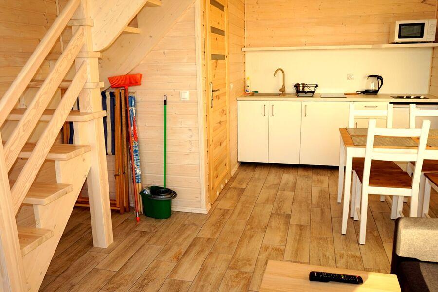 Kochnische, Tisch, Stühle.