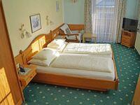 Hotel Sonne, Doppelzimmer mit Balkon drittes Bett möglich mit Halbpension in St. Johann in Tirol - kleines Detailbild