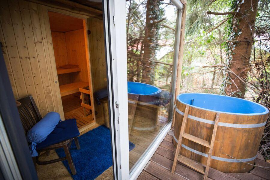 Sauna mit Vorraum, Terrasse, Tauchbecken