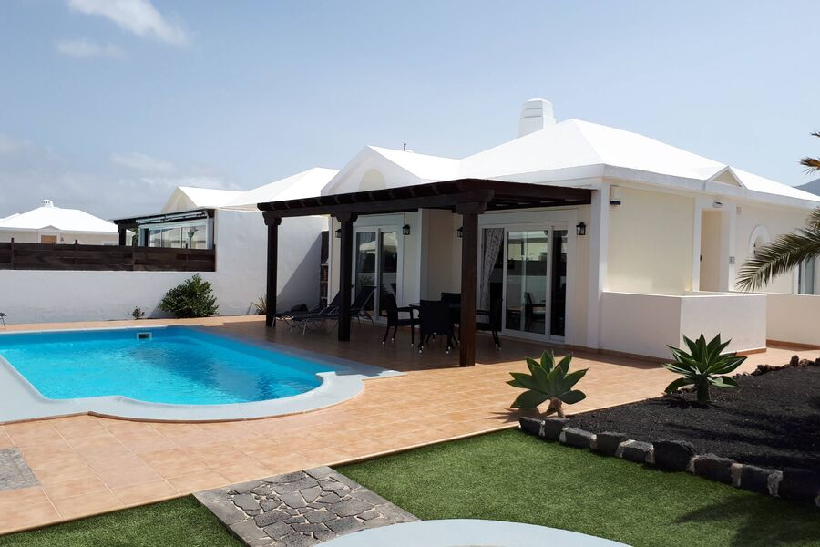 Finca mit Pool und Terrasse