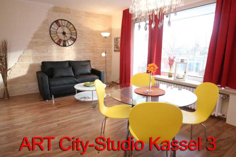 Die Wohnung ist geschmackvoll mit Designermöbeln u